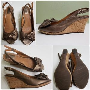 CLARKS BENDABLES BRONZE LEATHER BOW SLINGBACK CORK